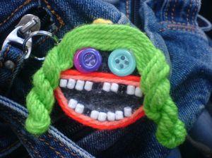 Customização para Crianças - carinha feita com lã e botões