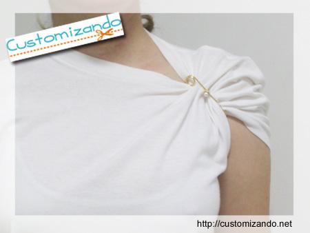 Customização Instantânea de Camiseta com Broches
