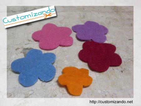 Customização de enfeite de cabelo (tic-tac)com flor para a primavera