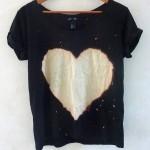 Faça igual customizando com menos $: camiseta com coração