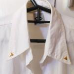 O detalhe da gola da minha camisa branca