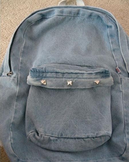 Mochila customizada com tachinhas