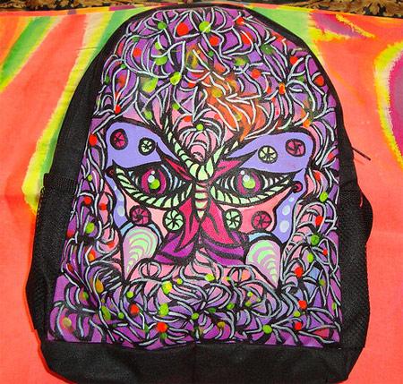 Mochila customizada com pintura - arte grafite