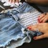 Customização de short jeans com renda e tachinhas