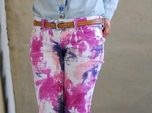 calça branca com falso dip dye colorido