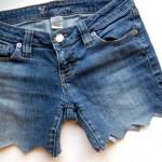 Short jeans com barra em zig zag