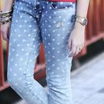Calça jeans ombré com bolinhas
