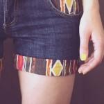 Short jeans com barra de tecido