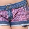 short jeans customizado com bolinhas