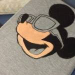 Customizando camiseta do Mickey