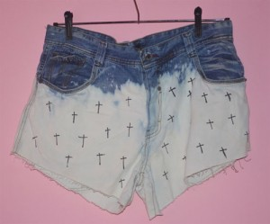 Customizando short ombré com cruz