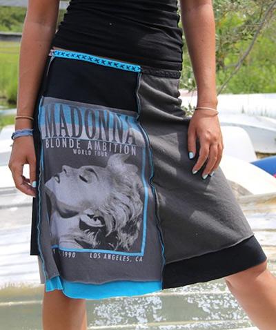 Customizando - saia feita com camiseta