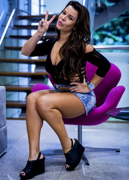 Roupas customizadas - Fernanda Souza - A Regra do Jogo