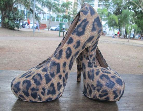 Customizar com capa para sapato (shoes cover)