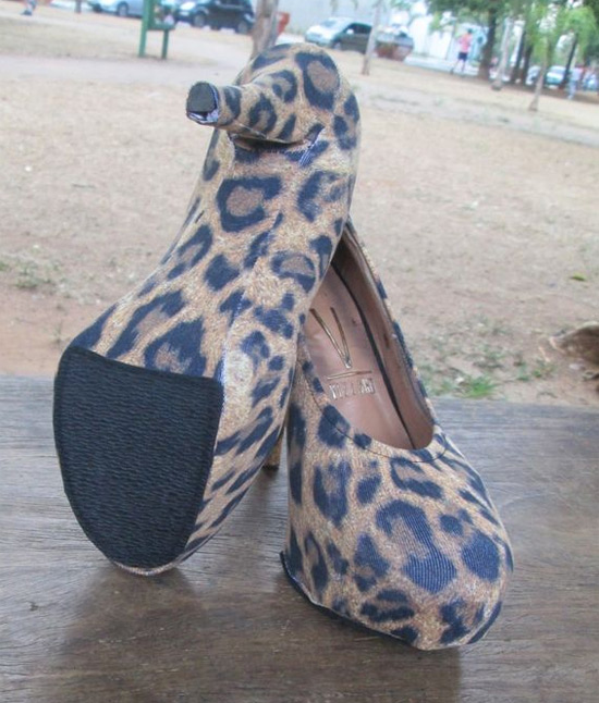 Customizar com capa para sapato (shoes cover)