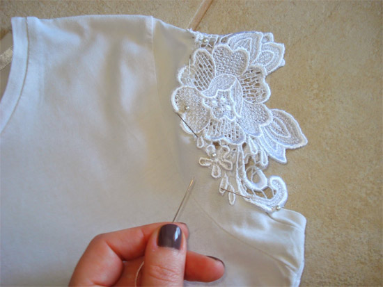 karina milanesi customiza camiseta branca para o r veillon